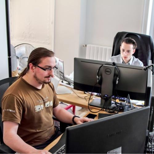 Des collaborateurs au travail